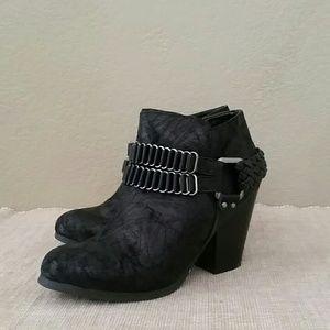 Justfab Brenwyn ankle heeled booties zip 8 buckle